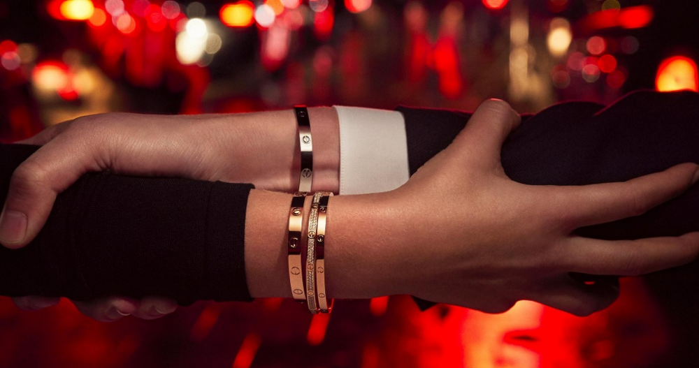 03e24bff314a Todo lo que quieres saber sobre el Brazalete de Amor de Cartier
