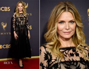 michelle-pfeiffer-in-oscar-de-la-renta-2017-emmy-awards